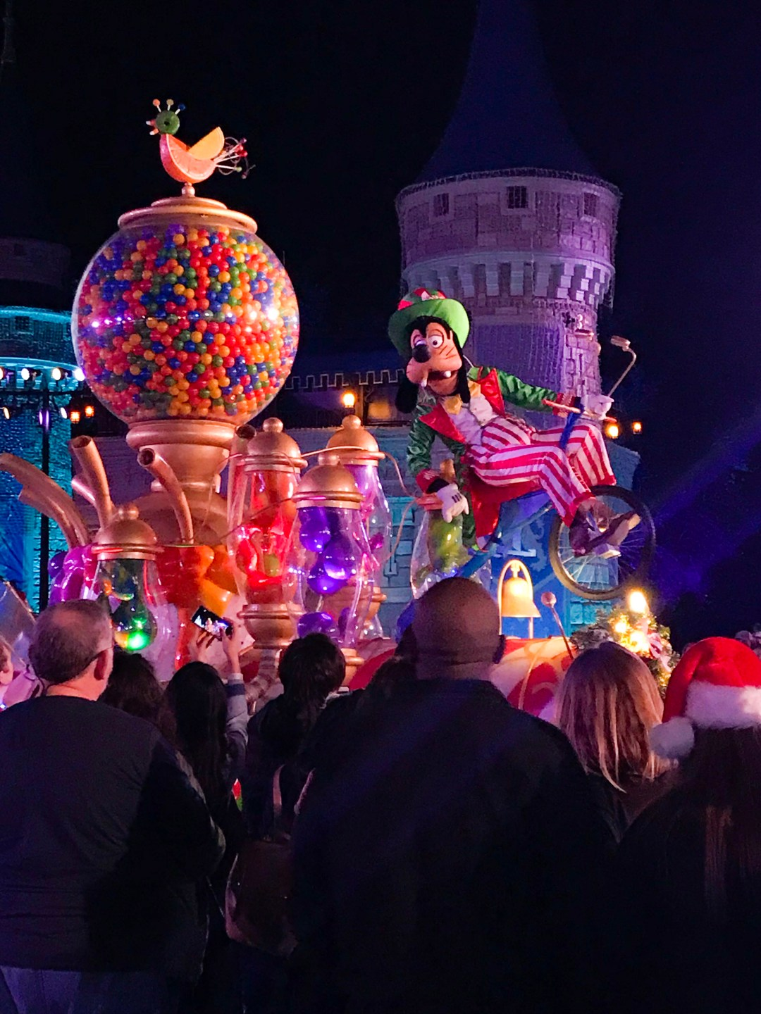 Goofy in Mickey's Once Upon a Christmastime Parade