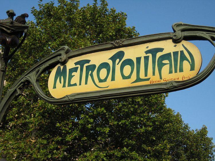 800px-01_Guimard's_Métropolitain