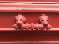 A pair of dogs... or mayble lions...