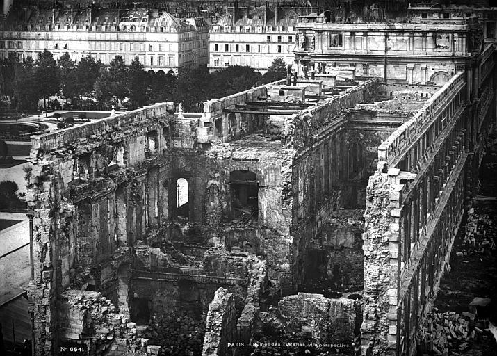 Palais_des_Tuileries_-_Ruines_-_Paris_-_Médiathèque_de_l'architecture_et_du_patrimoine_-_APMH00006641.jpg