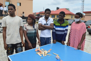 EFCC arrests two ladies for attempting to smuggle hard drugs to detainees