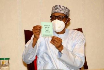 President Muhammadu Buhari being vaccinated