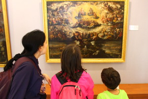 mom and children admiring painting, Plan the Perfect Trip, www.theeducationaltourist.com