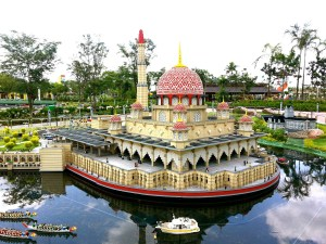 Temple made from LEGOs, Travel with LEGOs, www.theeducationaltourist.com