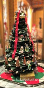 Christmas tree made from gingerbread in cafe at New Orleans Roosevelt hotel, New Orleans Christmas Decorations, www.theeducationaltourist.com
