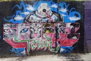 bomb street art comuna 13