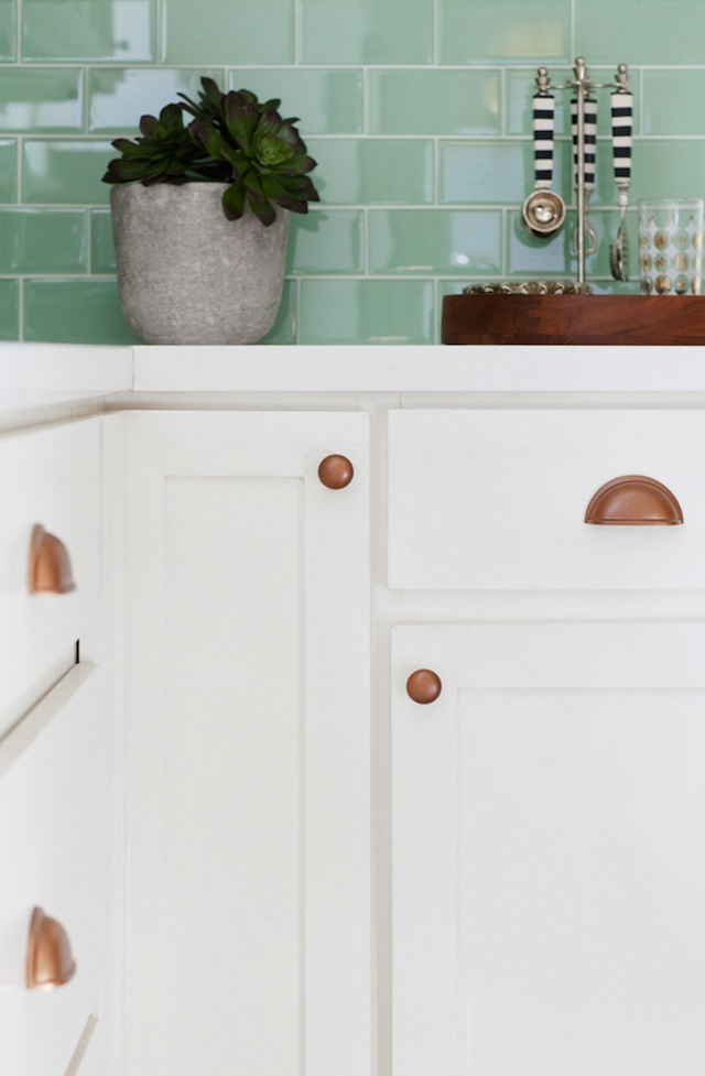 kitchen wooden utensils pine cabinets effortless updates // our - the chic