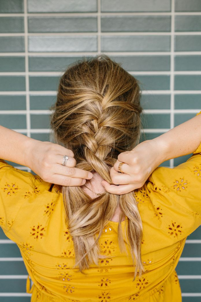 Making a braid at the bottom of the hair