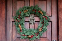 Ideas for seasonal front door wreath | The Enchanted Manor