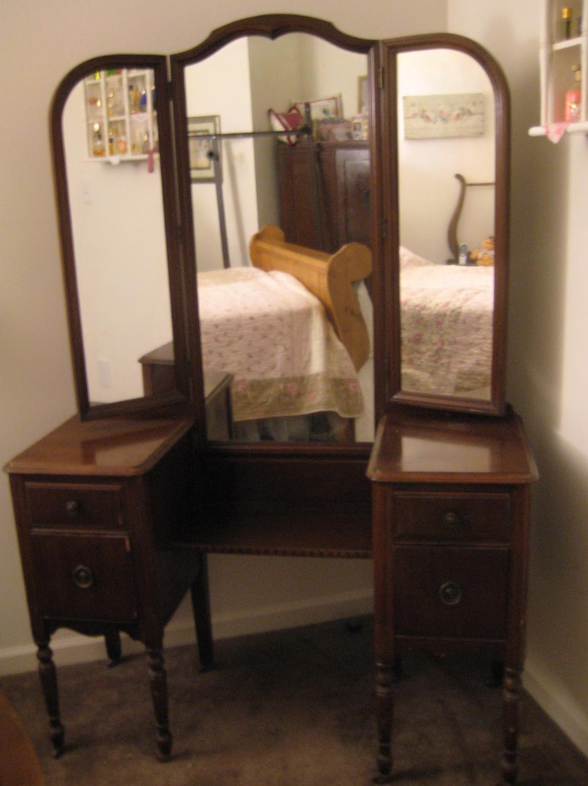 Antique Makeup Vanity With Mirror