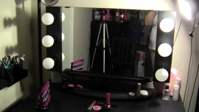 Vanity Girl Hollywood Pink Starlet Mirror