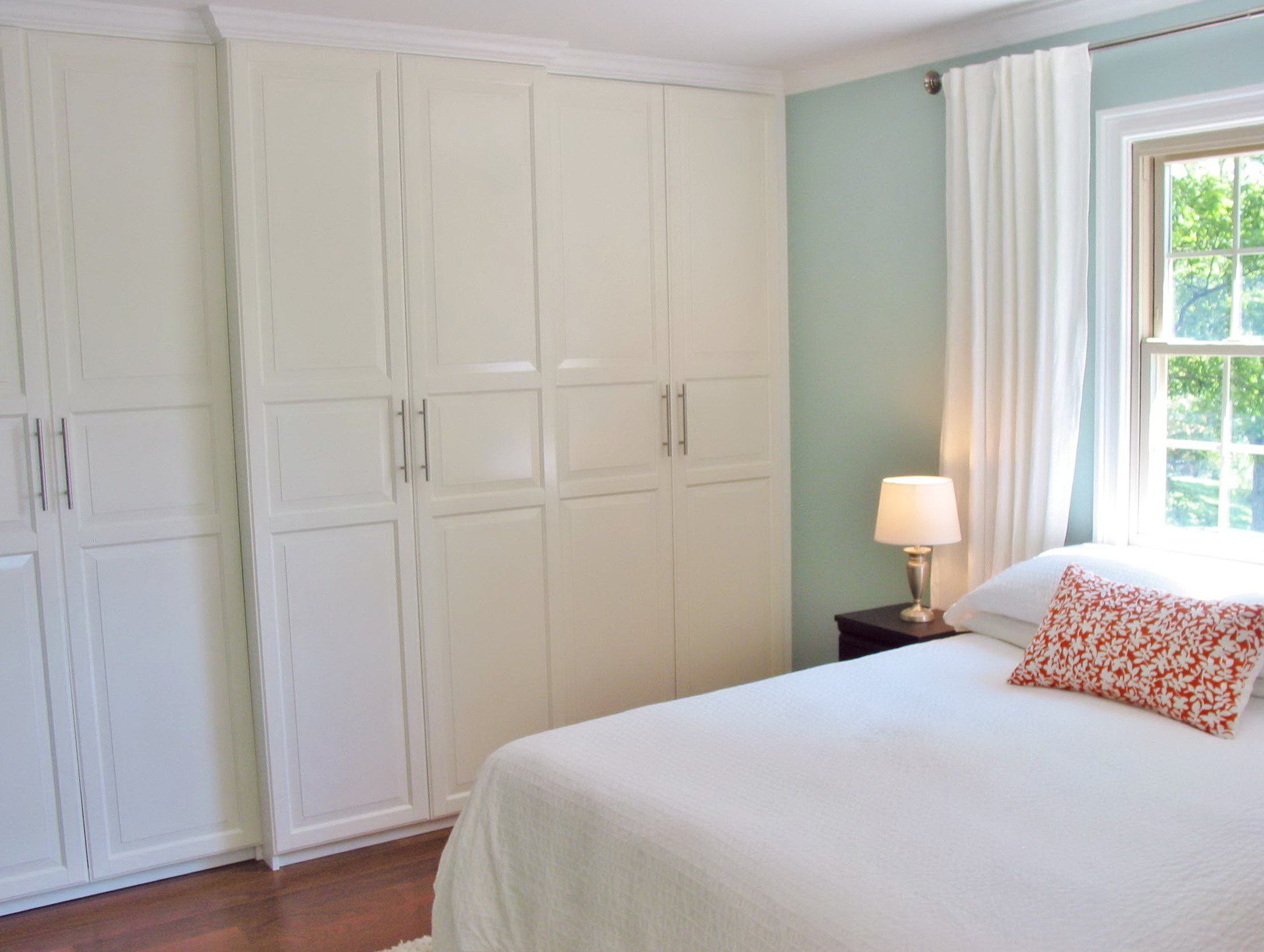 Built In Closets For Small Bedrooms