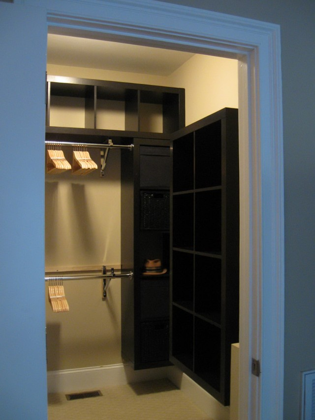 Small Walk In Closet Designs Pictures