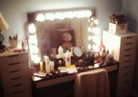Lighted Mirror Vanity Set