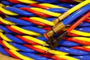 Umbilical cord for underwater welding