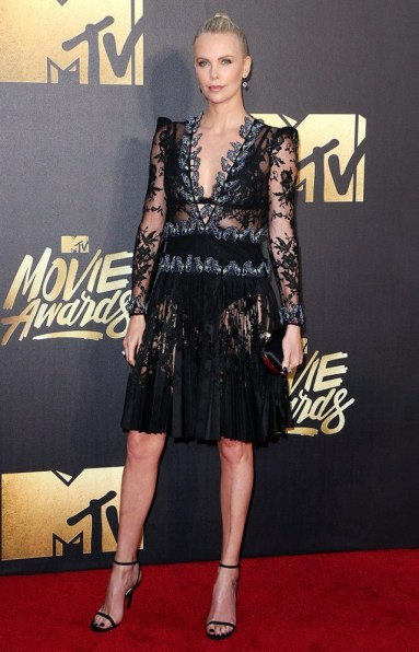 the-best-dressed-celebs-at-the-2016-mtv-movie-awards-1726444-1460260229.640x0c