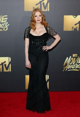 the-best-dressed-celebs-at-the-2016-mtv-movie-awards-1726452-1460260849.640x0c