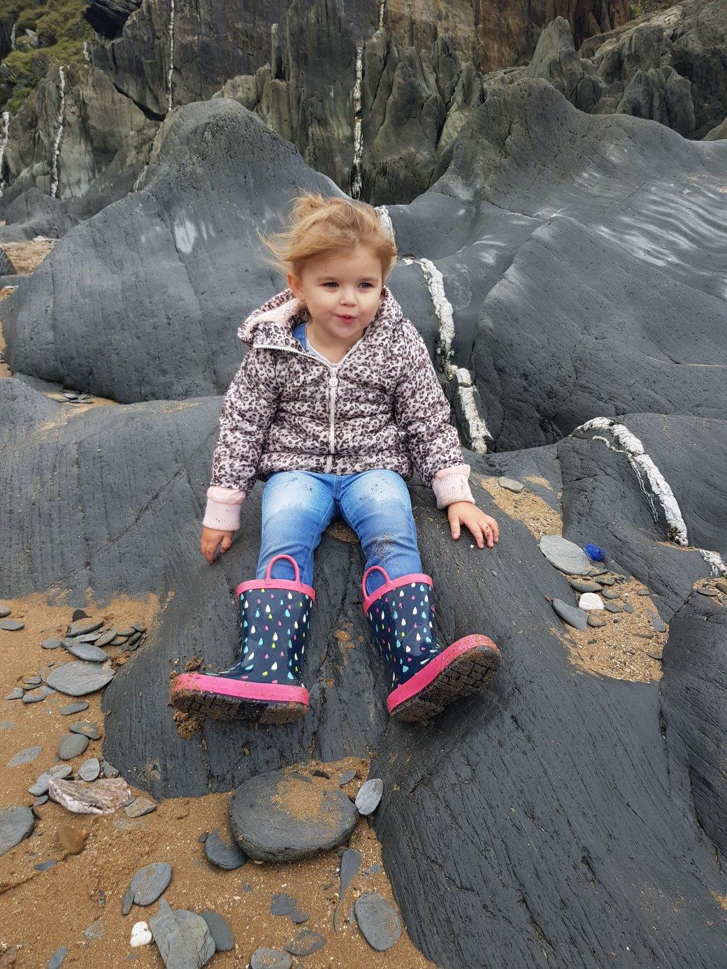 Shaniah on the rocks