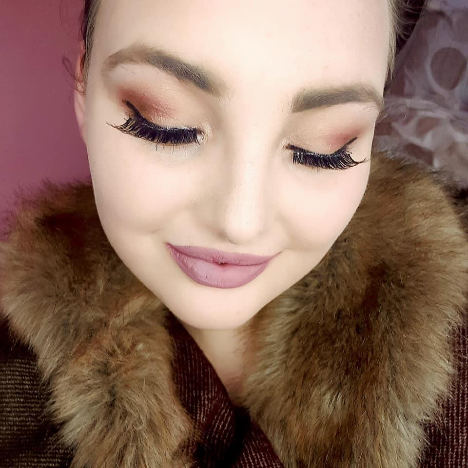 Golden purple eyeshadow look with light berry lips