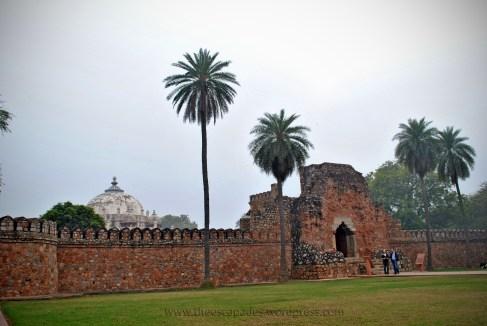 Isa Khan's Mausoleum at Humayun's Tomb (New Delhi, India)