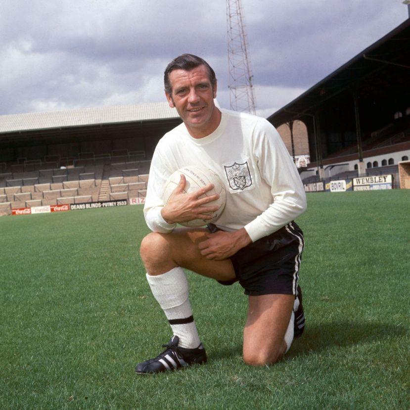 Football-Johnny-Haynes--Fulham-FC