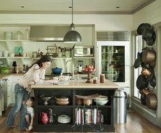 open shelves kitchen13