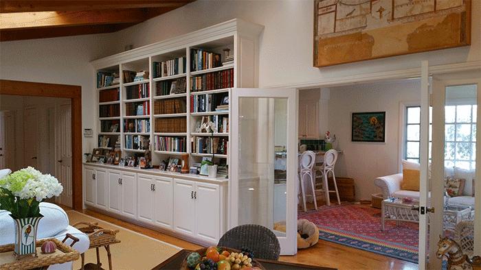 shaniqua-living-room-bookshelves