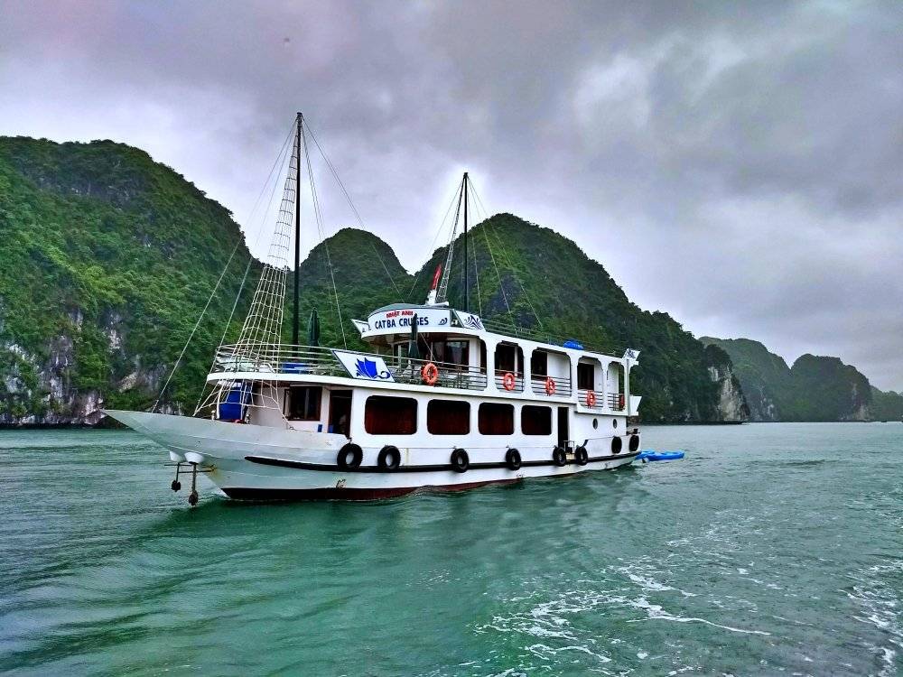 LAN HA BAY TRAVEL GUIDE