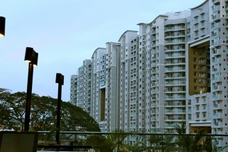 One of the more sad things about India is that there is a great gap between the wealthy and the poor. Oftentimes, giant high-end apartment complexes like this overlook miles and miles of slums.