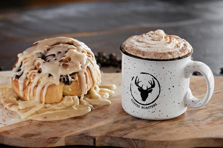 muddy buck cafe - cinnamon roll