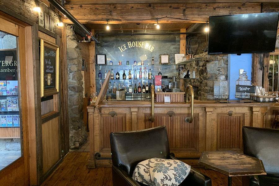 muddy buck cafe bar
