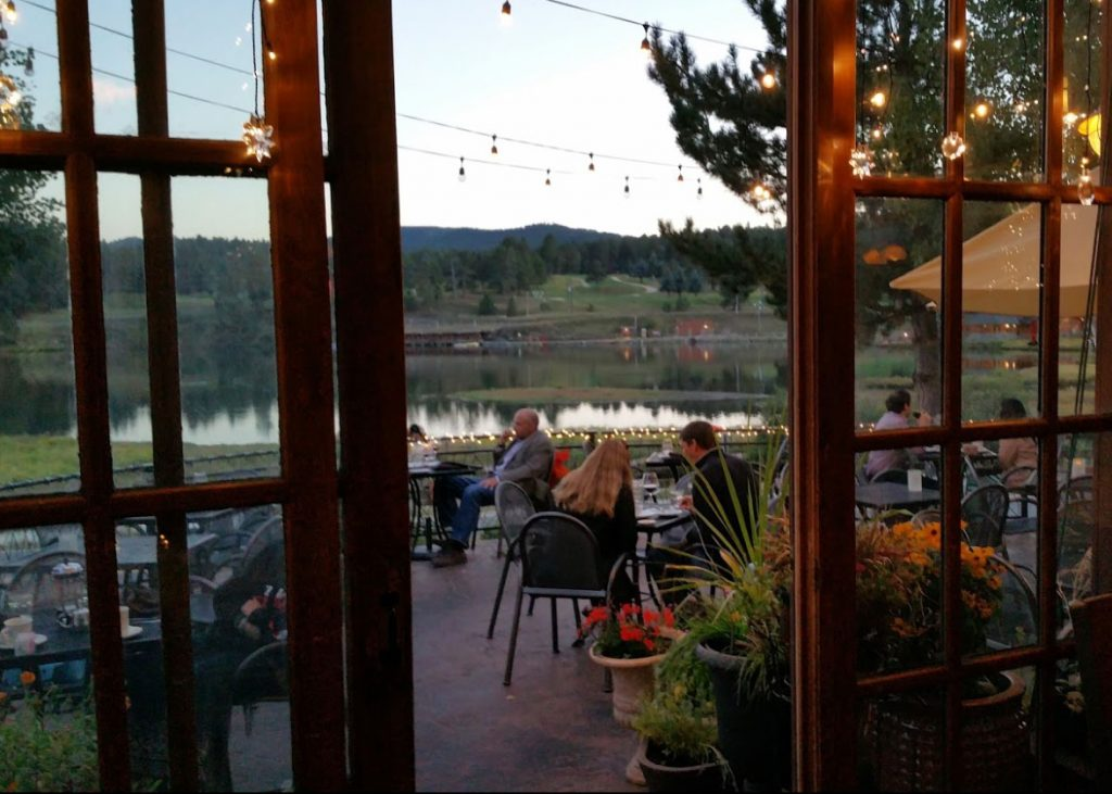 willlow-creek-restaurant-img6