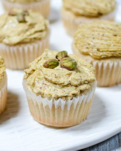 Irish Cream Cupcakes with Pistachio Swiss Meringue | www.theeverykitchen.com