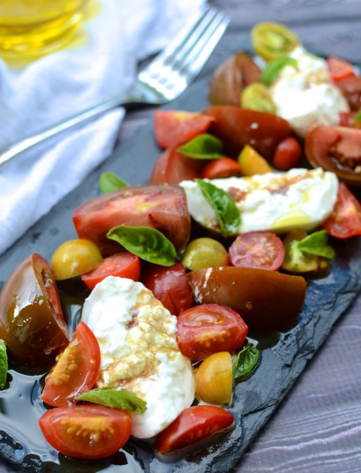 Impress anyone with this Simple Tomato & Burrata Salad   www.theeverykitchen.com