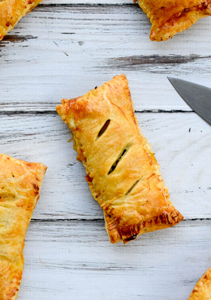 Homemade Ham and Cheese Hot Pockets are wrapped in flaky, buttery, light puff pastry -- I'm talking perfect puff pastry. This recipe's warm comfort food fillings will please the kids and bring nostalgia to the grown-ups.   theeverykitchen.com
