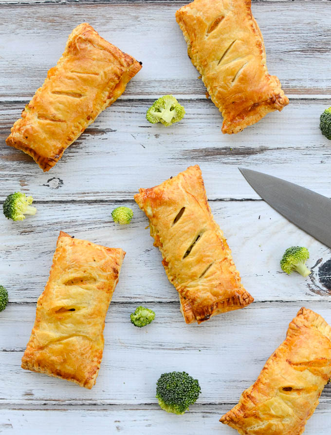 Homemade Ham and Cheese Hot Pockets are wrapped in flaky, buttery, light puff pastry -- I'm talking perfect puff pastry. This recipe's warm comfort food fillings will please the kids and bring nostalgia to the grown-ups. | theeverykitchen.com