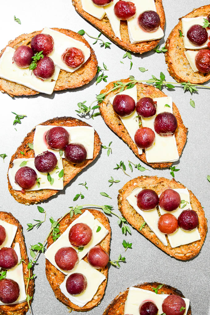 Roasted Grape Crostini with Brie & Thyme | www.theeverykitchen.com