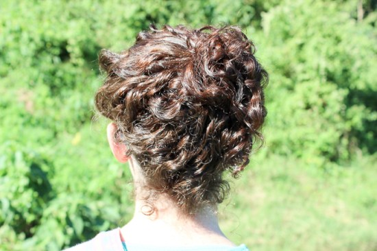 curly hair easy updo | www.theeverykitchen.com