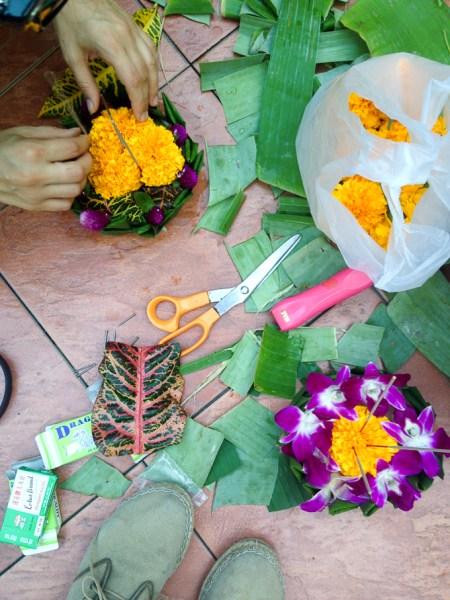 making krathongs (floating lanterns) in Thailand | www.theeverykitchen.com