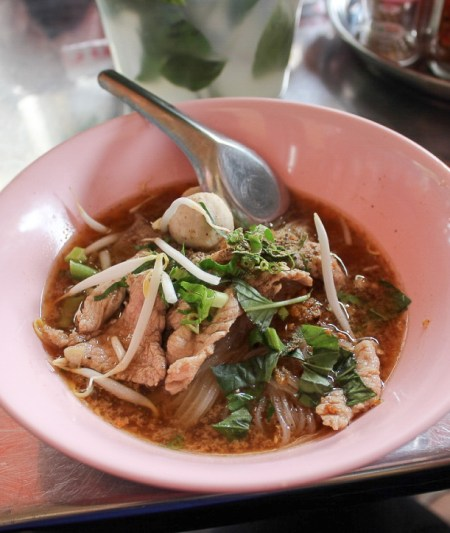 Thai Boat Noodles on the street in Bangkok | www.theeverykitchen.com