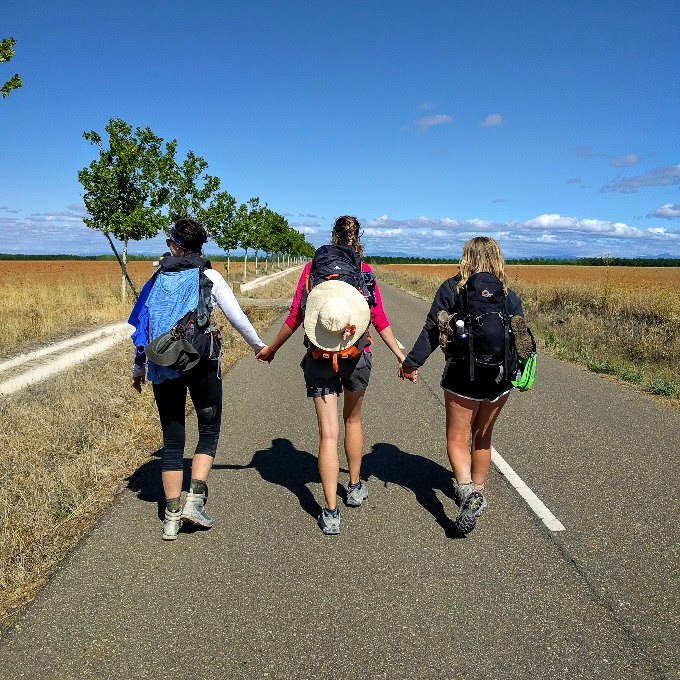 Strangers become friends. Through the meseta, Camino de Santiago | theeverykitchen.com