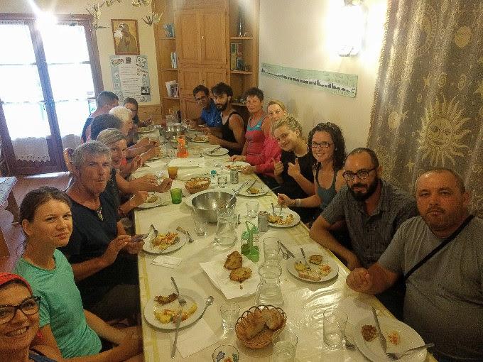 Donativo albergue dinner in Viana | theeverykitchen.com