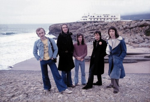 Genesis in Cascais (Courtesy of Robert Ellis)