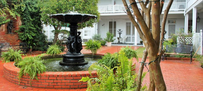 excelsior-house-hotel-fountain-courtyard