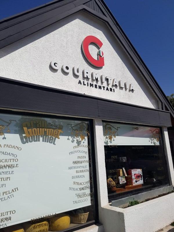 Italian food store in Santiago