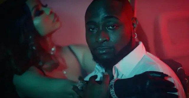 "Davido ends a gang war in the ""Jowo"" video 1"