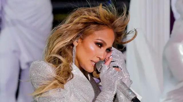 Jennifer Lopez's #LoveDontCostAThingChallenge is off to a rocky start 1