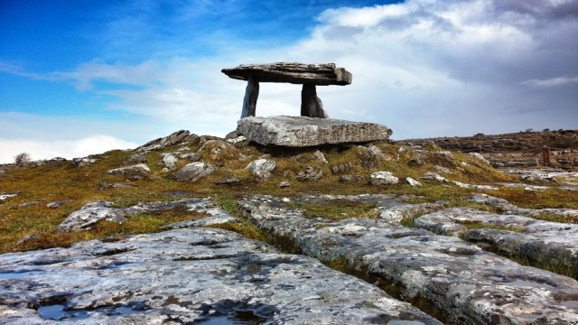 MEDIUM FEATURE PHOTO Poulnabrone Dolmen in the Burren