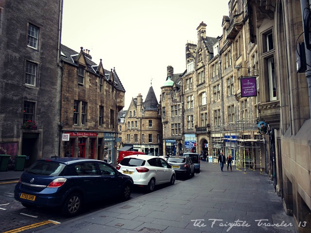 A side street off the Royal Mile. I love how it winds down and around. It's dreamy.