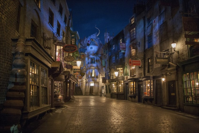32 Diagon Alley at Night e1540438200993